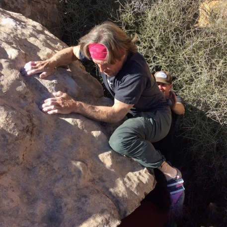 Using the knee and the power of the pink headband for the mega awkward mantle on Fool's Gold (V6).